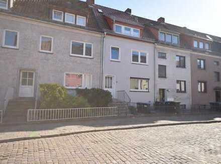 Sanierte, WG geeignete 3-Zimmer-Wohnung in ruhiger Wohnstraße