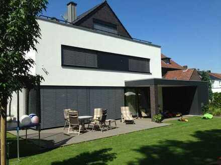 Modernes Einfamilienhaus (ca. 140 qm) mit zusätzlich 3 Einliegerwohnungen (ca 164 qm) provisionsfrei