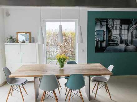 ++ Neuwertige Doppelhaushälfte mit Garage, 2x Stpl. und Terrassen in Bestlage ! ++