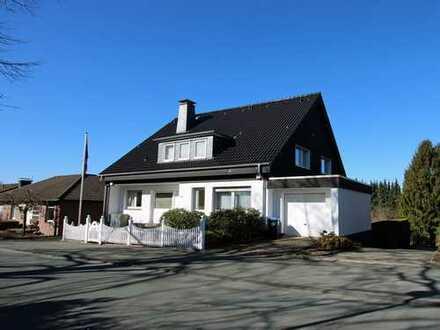 Haus mit viel Platz und herrlichem Blick in Ronsdorf mit Bürofläche