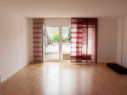 Großzügige und helle 3- Zimmerwohnung mit Loggia und Tageslichtbad