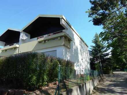 Schöne Doppelhaushälfte mit Balkon, Terrasse und Garten