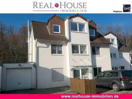 REAL HOUSE: Wohlfühl-Faktor garantiert! Moderne 2 Zimmer WHG mit West-Terrasse und PKW-Stellplatz