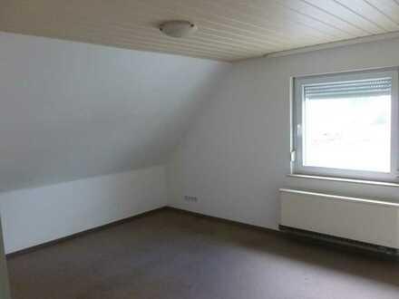 Schöne 2,5-Zimmer-Dachgeschosswohnung mit Einbauküche in 74376 Gemmrigheim
