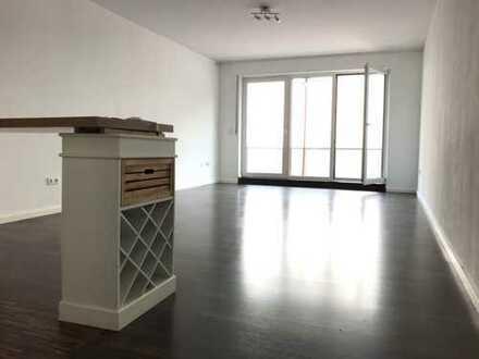 Rheinnahes Apartment mit Stellplatz, Balkon und Gartennutzung in Bayenthal