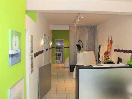 Laden-/ Büro-/ Praxisfläche mit überdachtem Außenbereich