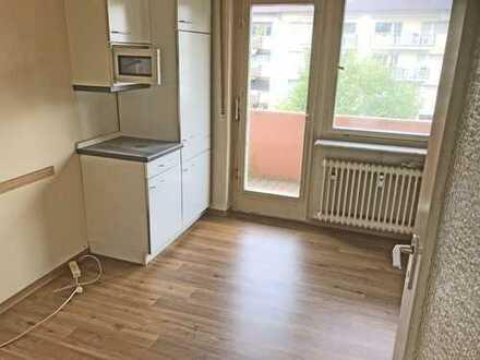 5994 - 3-Zimmerwohnung mit Loggia und Balkon in der Oststadt!