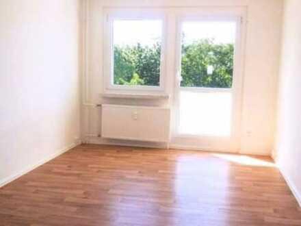 2 Zimmer mit Balkon & Tageslicht-Wannenbad und 20% auf die NKM- Was will man mehr?