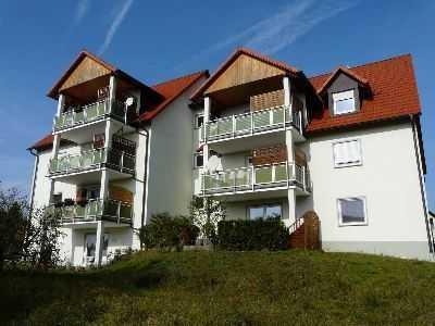 Geräumige 2 Zimmerwohnung mit Einbauküche, Terrasse, Kellerraum und Garage, Wfl. 85m²