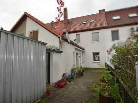 Kleines Reihenmittelhaus mit Garten zentrumsnah in Borna
