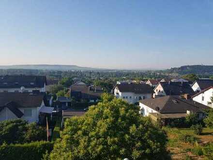 Schön geschnittene Wohnung mit 3 Zimmern und Balkon mit Blick über Rüdesheim/Eibingen