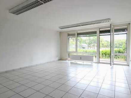 REUTER IMMOBILIEN Großzügige Vierzimmerwohnung inkl TG-Stellplatz direkt am Weidener Einkaufszentrum