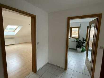 Gepflegte 4-Zimmer-Dachgeschosswohnung mit Balkon und Einbauküche in Bingen