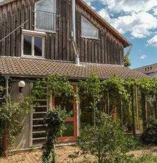 Sie suchen ein familiengerechtes Heim in ökologischer Bauweise, mitten im Grünen und dennoch zentral