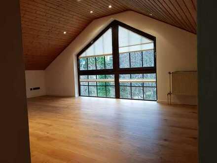 Neu renovierte Doppelhaushälfte in Gröbenzell mit Garten, Sauna und Kachelofen nahe Olchinger See