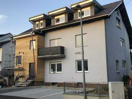 Modernisierte 2-Raum-DG-Wohnung mit Balkon und Einbauküche in Bingen am Rhein