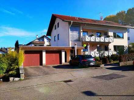 Sehr schöne 4 Zimmer DG-Wohnung in 3 Familien Wohnhaus mit Hobbyraum,Gartenanteil + Stellplatz