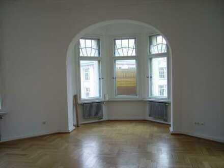 04103: 35qm Zimmer in 250qm schöner sanierter Altbauwohnung (2 Bäder + Gäste-WC), DETAILS bei www.wg