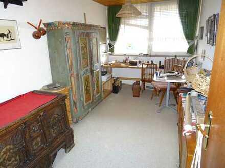 Schöne helle 4 Zimmer Wohnung mit 2 Balkonen, EBK und TG-Stellplatz