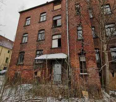 Sanierungsbedürftiges, in ruhiger Lage gelegenes Mehrfamilienhaus