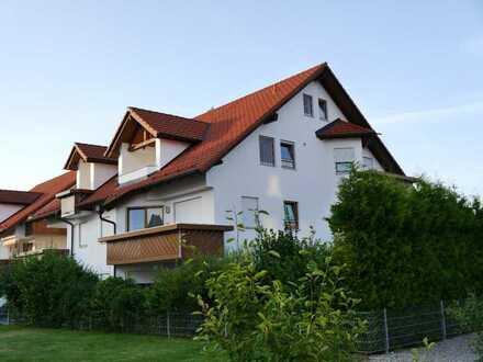 Stilvolle, gepflegte 3,5-Zimmer-Maisonette-Wohnung mit Balkon und EBK in Erkheim im Unterallgäu