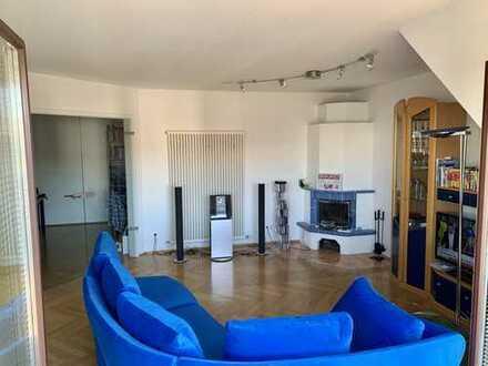 Traumhaft schöne 3,5-Zimmer-Dachgeschosswohnung mit Terrasse und EBK im Musikerviertel