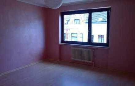 Exklusive, vollständig renovierte 3-Zimmer-Wohnung mit Balkon und EBK in Bremen Bürgerpark