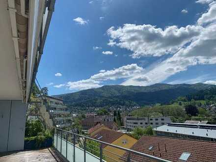 Schöne 4,5 Zimmer Wohnung mit Aussicht zu vermieten bis Ende 2024, mit großem Balkon in Waldkirch