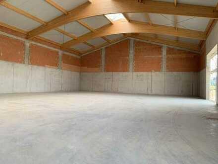 ***Untervermietung von ca. 200 - 250 m² Hallenfläche, beheizt mit Freifläche***