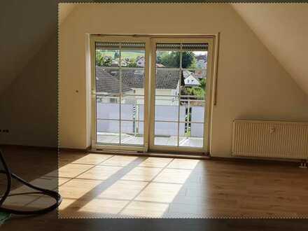 Erstbezug nach Sanierung: stilvolle 3-Zimmer-DG-Wohnung mit Balkon in Wiesenbach