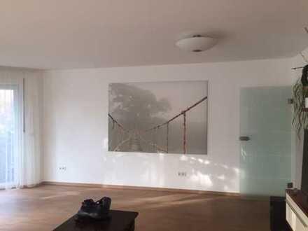 Exklusive, neuwertige 4-Zimmer-Wohnung mit Balkon und Einbauküche in Ismaning