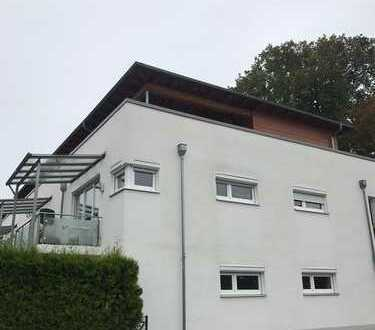 Exklusive, neuwertige 3-Zimmer-Penthouse-Wohnung mit Terrasse und Einbauküche in Mering