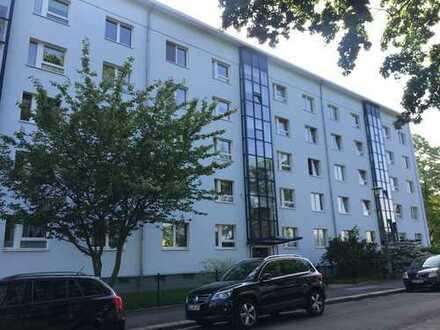 Erstbezug nach Sanierung mit Einbauküche: attraktive 2-Zimmer-Wohnung in Dresden - Laubegast
