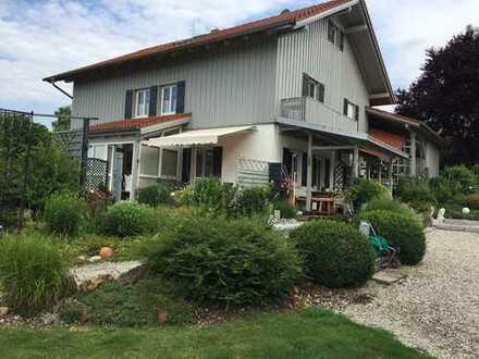 Kleine Villa mit großem parkähnlichen Grundstück am Ortsrand