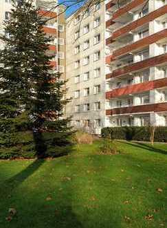 Preiswerte, gepflegte 2,5-Zimmer-Erdgeschosswohnung mit Balkon (Loggia) in Duisburg