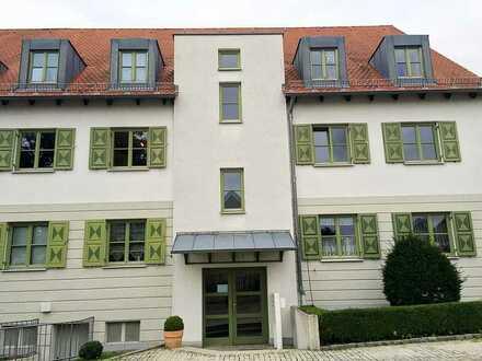 *Wunderschöne Dachgeschosswohnung in gepflegter Wohnanlage mit Einbauküche, Balkon und Loggia*
