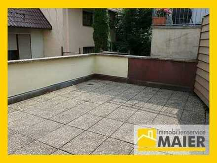 Modernes Wohnen in frisch renovierter 2,5 Zimmer Wohnung mit großer Terrasse!