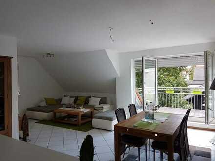 Gepflegte 2-Zimmer-DG-Wohnung mit Balkon in Wöllstein
