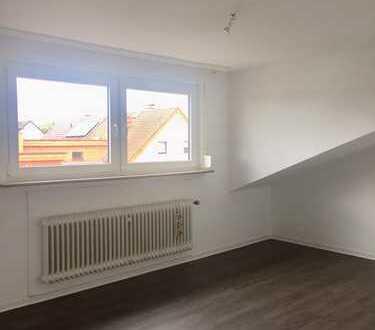 Neuwertige 3-Zimmer-Dachgeschoß-Wohnung in ruhiger Lage - Warmmiete 600 € !!!