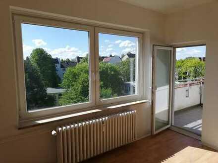 Erstbezug nach Teilsanierung: UKE nahe,helle, freundliche 3-Zimmer-Wohnung mit Balkon