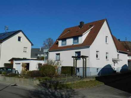 Freistehendes Wohnhaus mit Doppelgarage in Iggingen