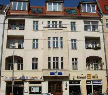 *Sanierte Altbauwohnung: 4 Zimmer, EBK, Balkon & vieles mehr!*