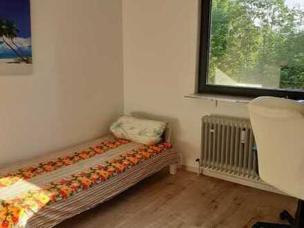 ** Short term - Separate Room available with Anmeldung for Male **