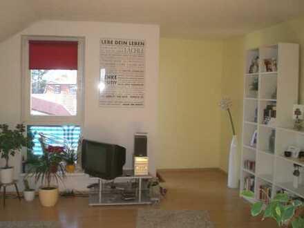 Sonnige gepflegte DG-Wohnung mit Balkon