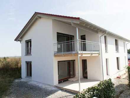 Neubau mit EBK, Terrasse + Garten: (KfW 40+) ansprechende 4-Zimmer-Erdgeschosswohnung in Berg
