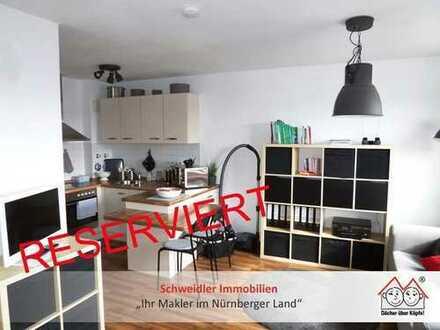 Klein, aber fein: TOP 1-Zimmer-Balkon-ETW mit Einbauküche & TG-Stellplatz zur Kapitalanlage in Lauf