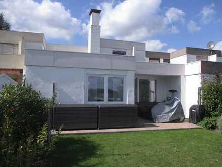 ALLES NEU !! Repräsentatives, lichtdurchflutetes Einfamilienhaus mit Patio und traumhaften Blick