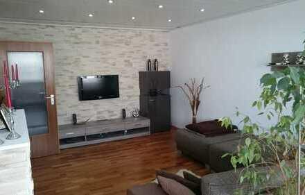 Schöne 4-Zimmer-Wohnung mit 2 Balkonen und Einbauküche in Karlsruhe - Neureut