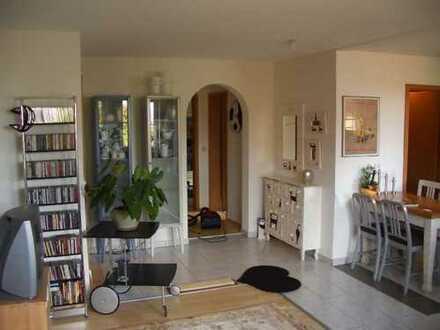 Sehr schöne 3 Raum Wohnung, Balkon, Stellplatz ideal für den anspruchsvollen Single