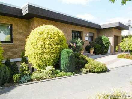 Charmanter großzügiger Bungalow mit idyllischem Garten und Garage, ideal für Familie mit Kindern